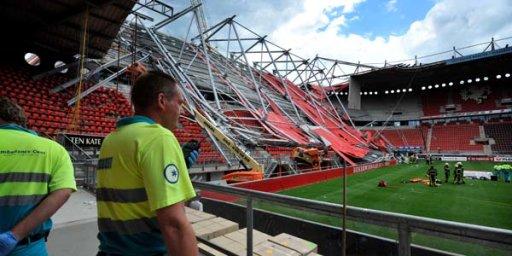 Ngeri! Atap Stadion Roboh, Satu Orang Tewas!