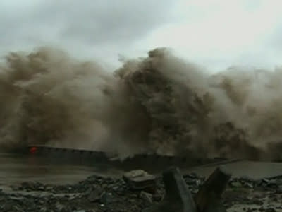 Raw: Typhoon-fueled Waves Slam Southeast China