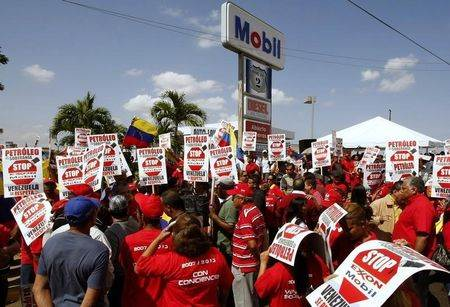 Supporters of Venezuel President Hugo Chavez protest in front of Mobil service station in Maracaibo