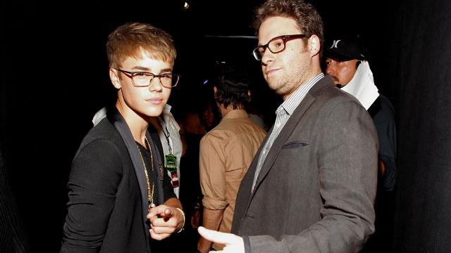Justin Bieber Shamelessly Begs Seth Rogen to Join Comedy Central Roast