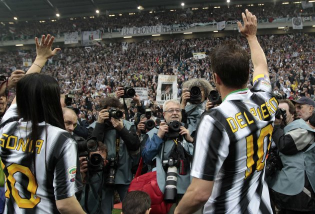 Juventus' Del Piero celebrates with his wife Sonia Amoruso after winning their 28th Italian Serie A title at the end of their match against Atalanta at the Juventus stadium in Turin
