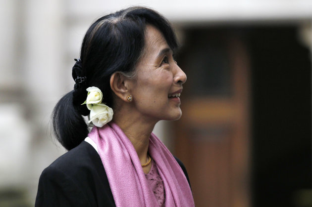 Myanmar opposition leader Aung San Suu Kyi arrives for a meeting with British Foreign Secretary William Hague at the Foreign and Commonwealth Office in London, Thursday, June 21, 2012. (AP Photo/Sang Tan, Pool)