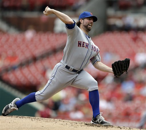 Dickey wins 18th as Mets top Cards 6-2