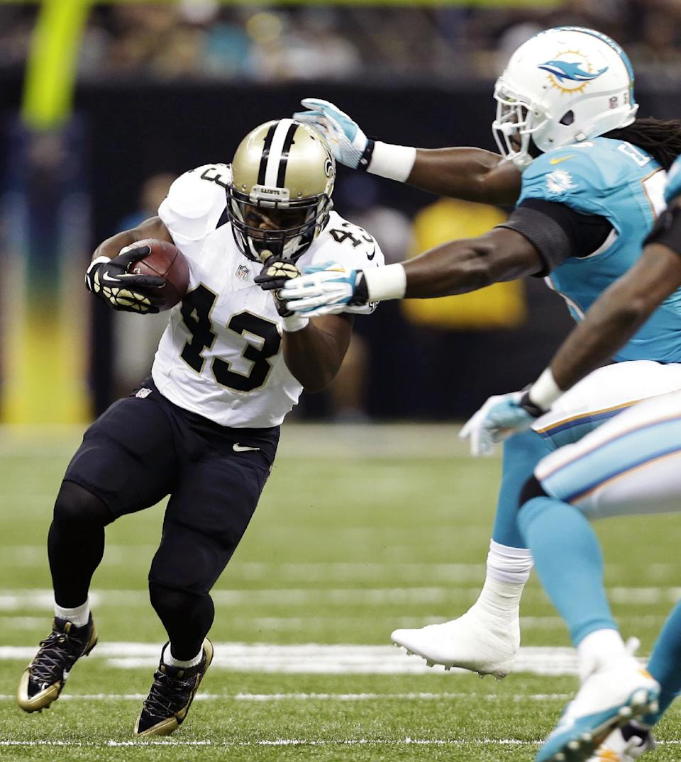 New Orleans Saints running back Darren Sproles (43) rushes against Miami Dolphins middle linebacker Dannell Ellerbe (59) in the first half of an NFL football game in New Orleans, Monday, Sept. 30, 2013. (AP Photo/Gerald Herbert)