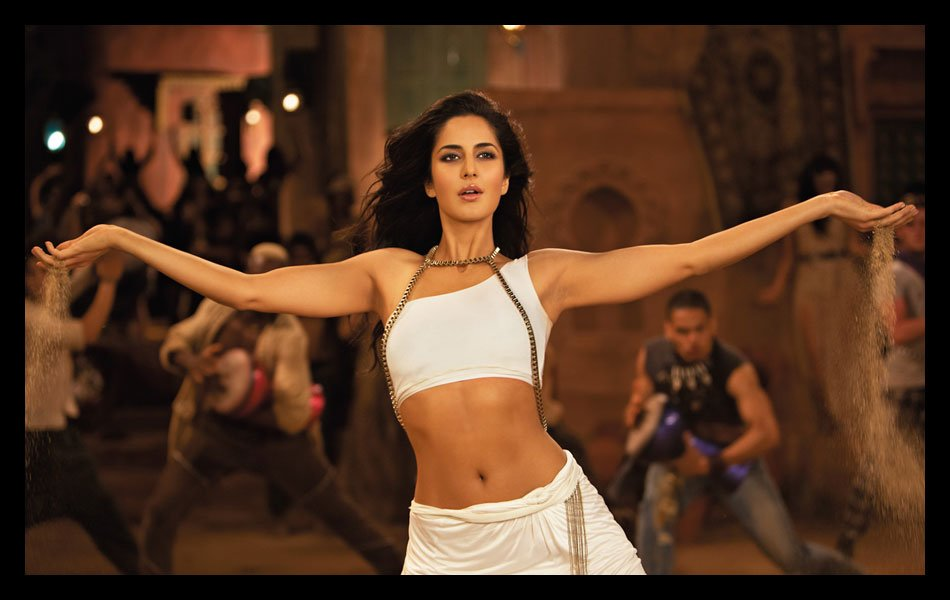 Sizzling Katrina charms tiger Salman