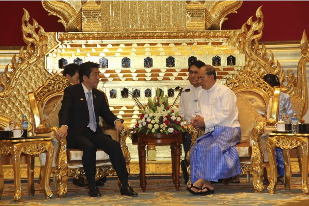 Myanmar President's Thein Sein and Japan's Prime Minister Shinzo Abe speak during their meeting at the Presidential Palace in Naypyitaw