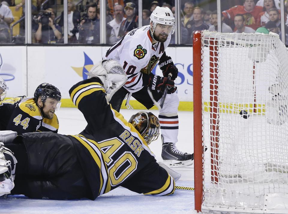 Blackhawks beat Bruins 6-5 in OT, tie series 2-2