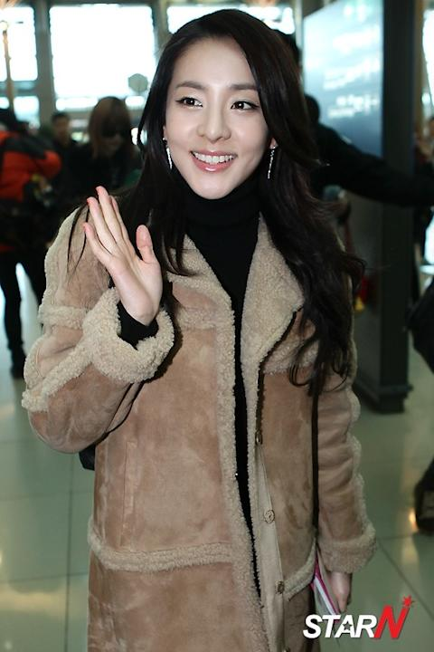 [Photo] 2NE1's Sandara leaving to Singapore for concert