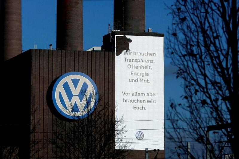 Germany weighs up expanding car testing powers after VW scandal