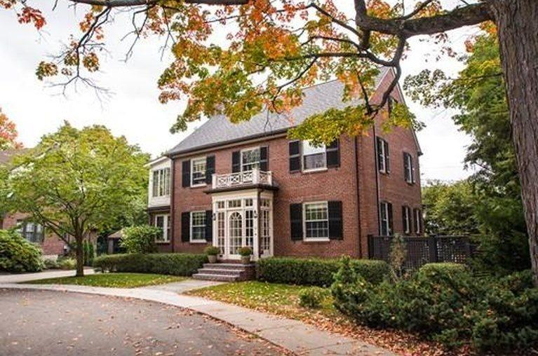 13 Looks at a 10-Room Cambridge Colonial Just Up for Sale