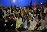 Activists of the ruling Pakistani Peoples Party protest against the Supreme Court decision to arrest Pakistan Prime Minister Raja Pervez Ashraf, at a rally in Karachi on January 15, 2013