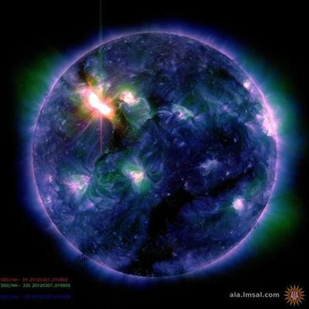Strong solar storm heading for Earth