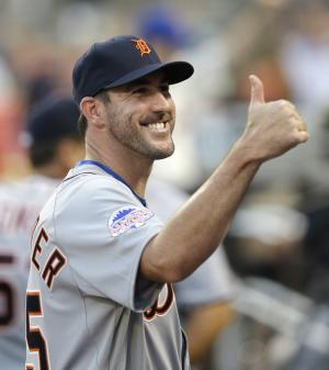 Justin Verlander, of the Detroit Tigers, gives the thumbs up during ceremonies before the MLB All-Star baseball game, on Tuesday, July 16, 2013, in New York. (AP Photo/Kathy Willens)