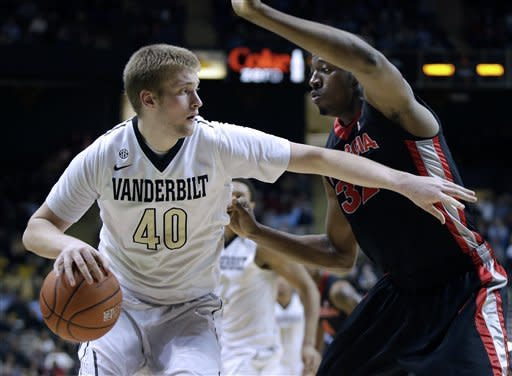 Vandy rallies from 17 down, edges Georgia 63-62