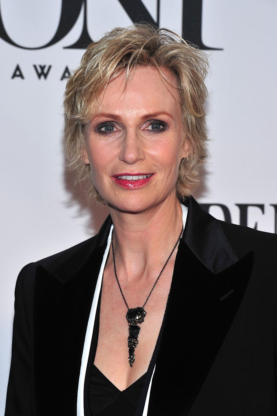 Jane Lynch arrives on the red carpet at the 67th Annual Tony Awards, on Sunday, June 9, 2013 in New York. (Photo by Charles Sykes/Invision/AP)