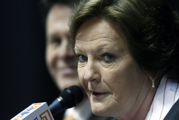 "Former Tennessee women's college basketball coach Pat Summitt appears at a news conference Thursday, April 19, 2012, in Knoxville, Tenn. Summitt said it's been a ""great ride"" and it is the right time for her to step down after coaching the Tennessee Lady Vols for nearly four decades. (AP Photo/Wade Payne)"