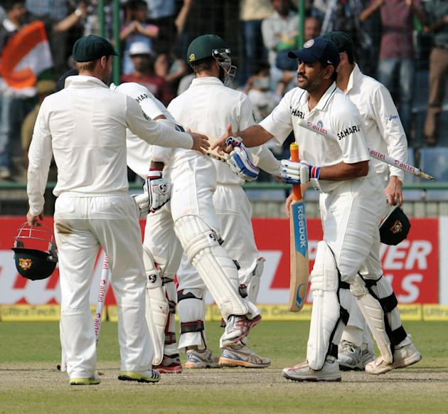 Dhoni shakes hands with the Australian team after winning the fourth Test. Photo by PD Kanwar