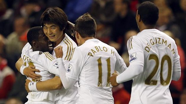 Swansea's Nathan Dyer (L) celebrates his goal against Liverpool with Ki Sung-Yeung (2nd L) during their English League Cup soccer match at Anfield in Liverpool, northern England, October 31, 2012.