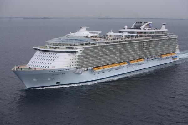 The World39s Largest Cruise Ship Allure Of The Seas