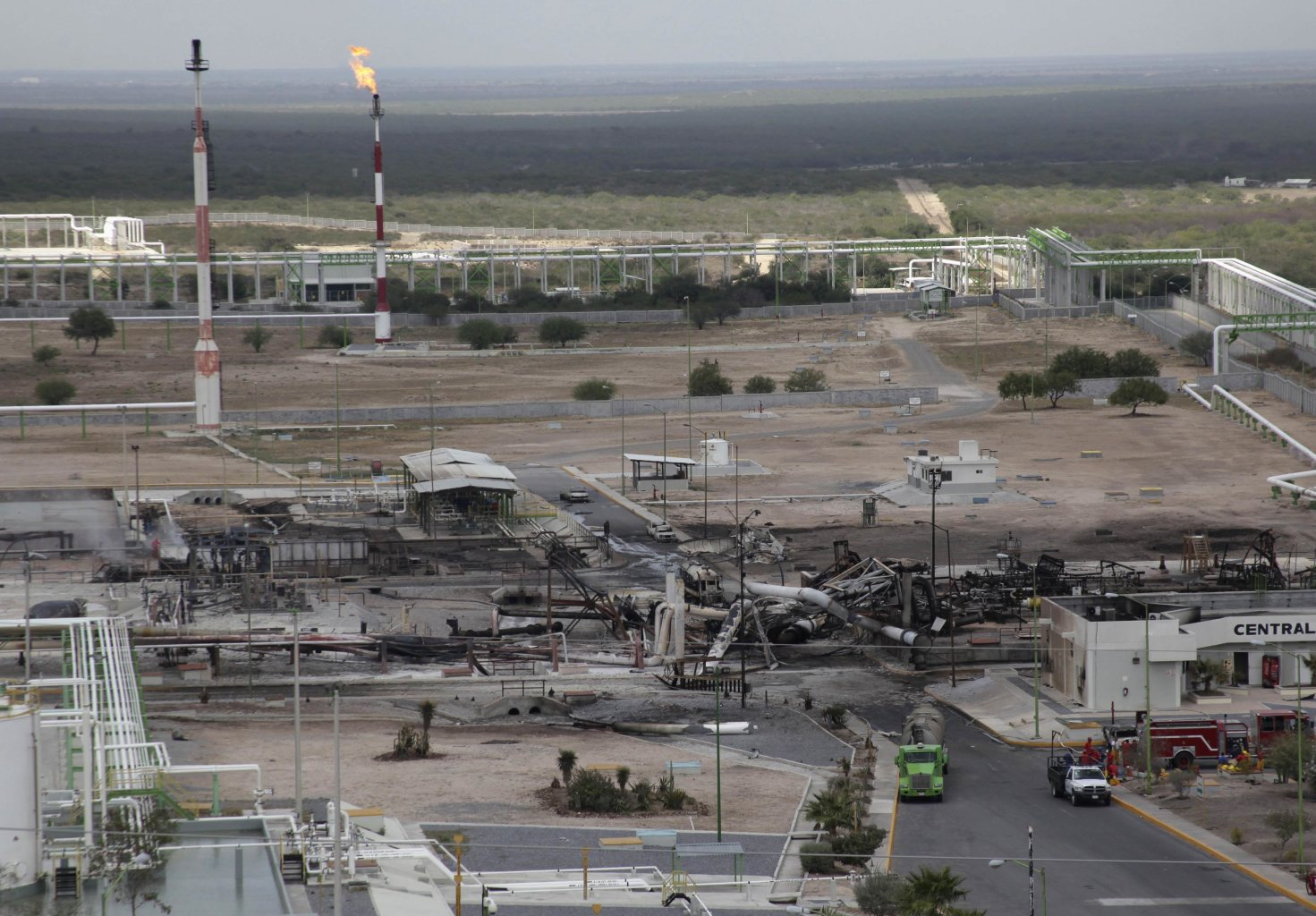 Burnt cars and gas storage tanks are seen at a gas facility of Pemex in Reynosa, September 18, 2012. Ten people were killed in a fire that broke out at a gas facility of Mexican state oil monopoly Pemex in the northern state of Tamaulipas. In a statement, Pemex said 10 of its workers had been killed at the gas compression station near the city of Reynosa on Tuesday. The cause of the blaze had not been determined but Pemex said the fire was extinguished by early Tuesday afternoon. The facility belongs to its exploration and production arm, PEP.The facility sends gas imports from the United States as well as domestic gas production from Mexico's Burgos fields to the industrial city of Monterrey. REUTERS/Daniel Becerril