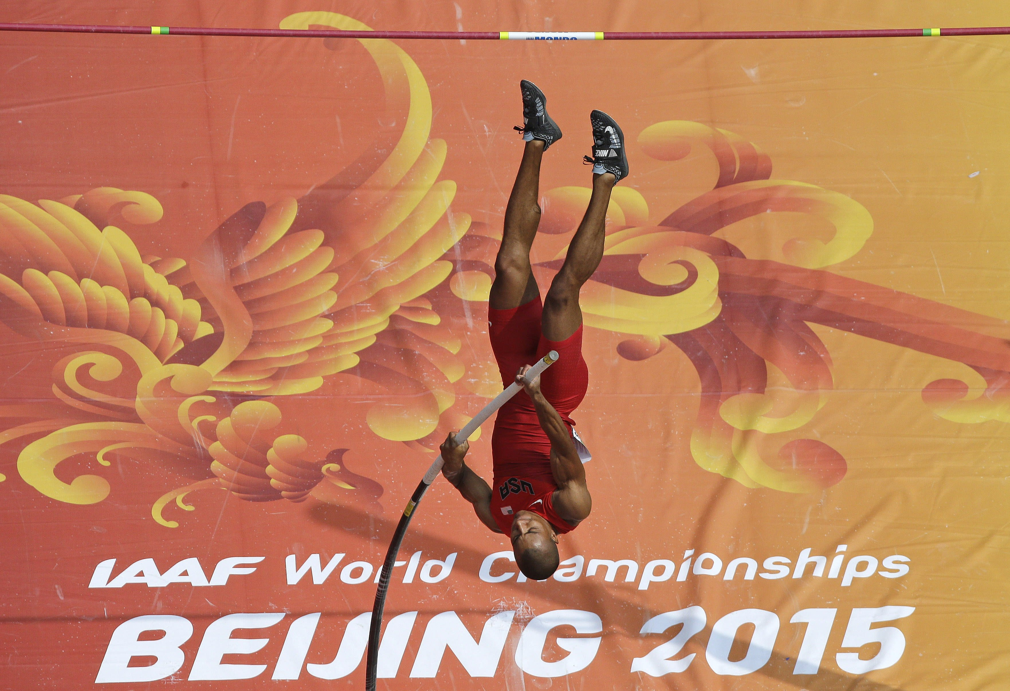 Eaton closes in on decathlon gold at worlds; Relays start