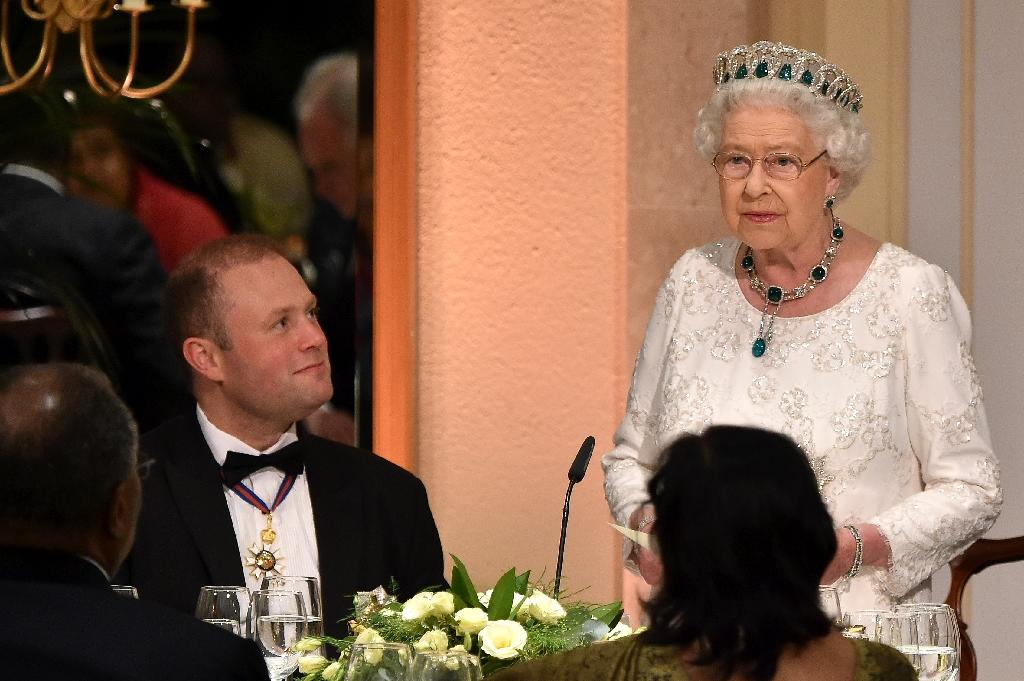 World leaders make Queen wait at Malta party