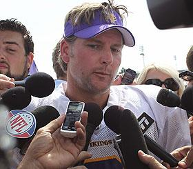 Fans, players not fretting over Favre rumors