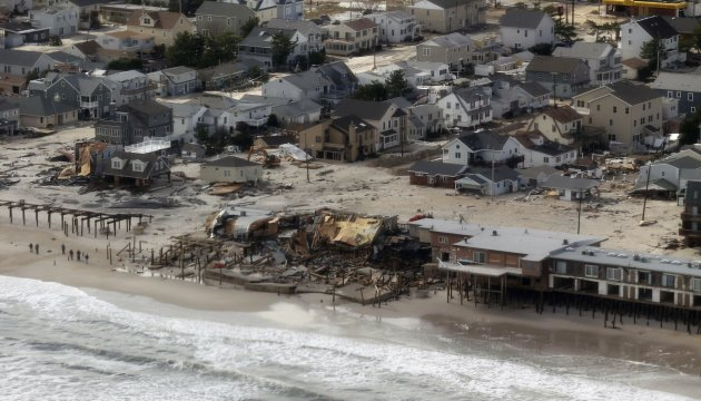 An aerial view of the storm damage over the Atlantic Coast is seen in the aftermath of Hurricane Sandy in Seaside Heights, New Jersey October 31, 2012. The U.S. Northeast began an arduous slog back to normal on Wednesday after historic storm Sandy crippled transportation, knocked out power for millions and killed at least 64 people with a massive storm surge that caused epic flooding. REUTERS/Doug Mills/Pool  (UNITED STATES - Tags: ENVIRONMENT DISASTER)