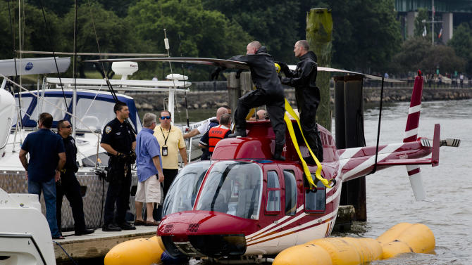 Helicopter lands in NYC's Hudson River; all safe