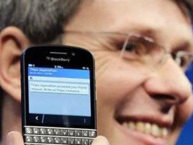 Blackberry Hopes to Lure Back Customers