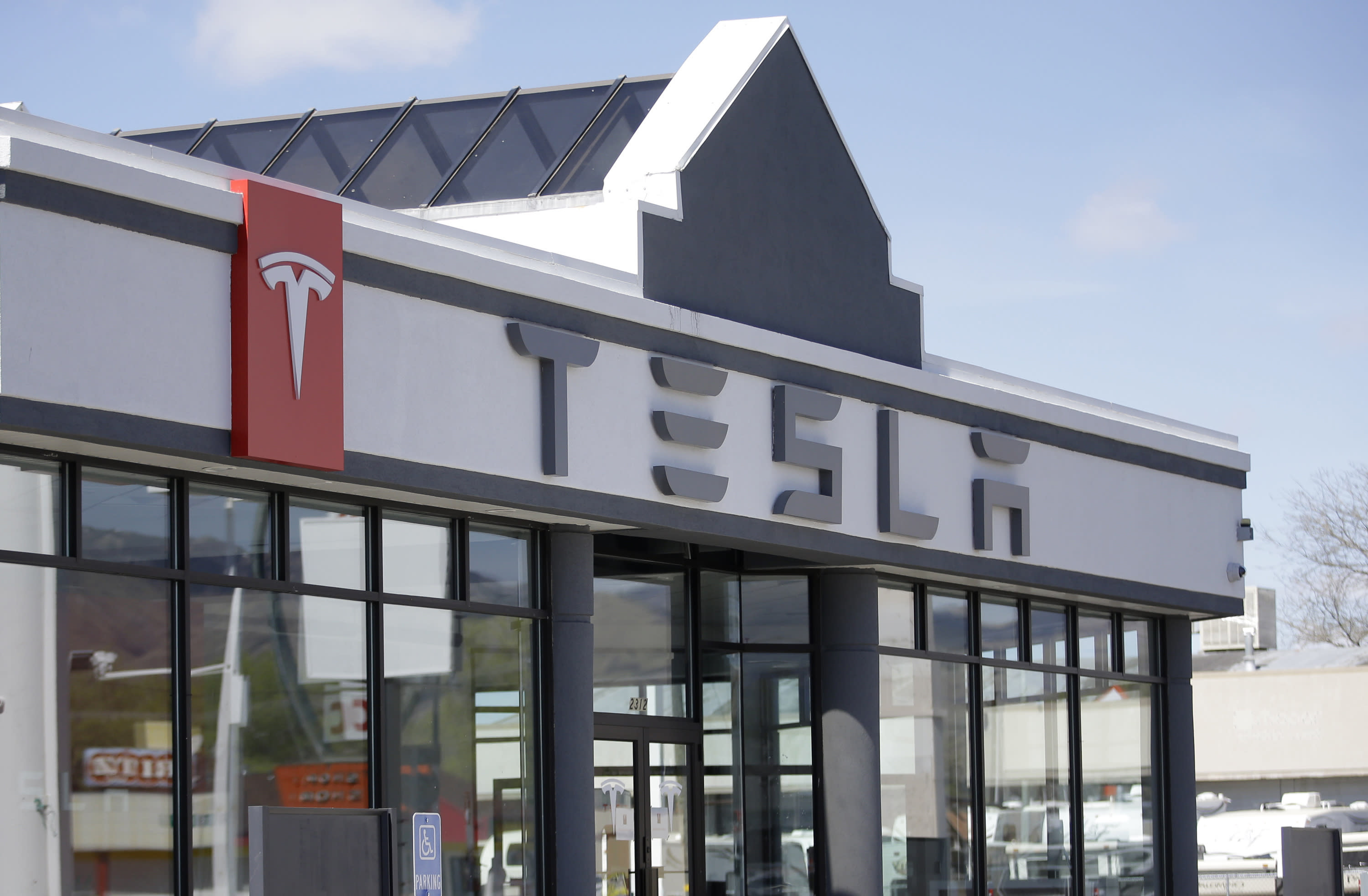 Utah car dealers weighing in on Tesla court fight