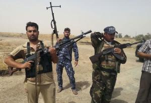 Members of Iraqi security forces and tribal fighters…