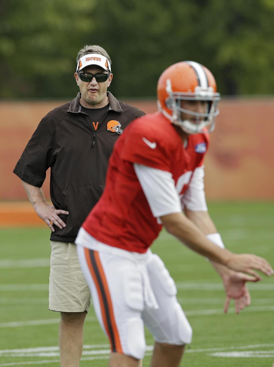 No. 3 is No. 1 for Browns, Hoyer to start at QB