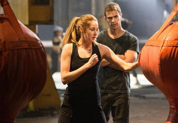 'Divergent' star Shailene Woodley says 'Twilight' is 'Toxic'