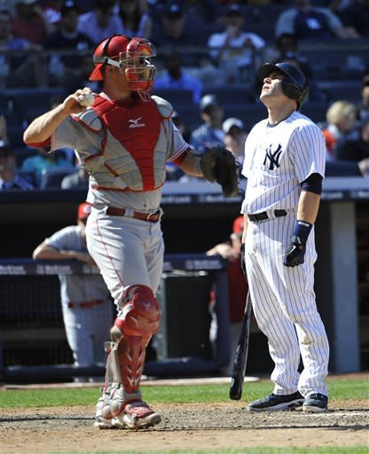 Votto hits 3-run HR, Reds hold off Yankees 6-5