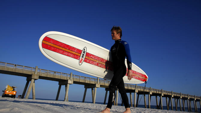 Beach Clean Up From Oil Spill Continues Ahead Of Florida's Spring Break Season