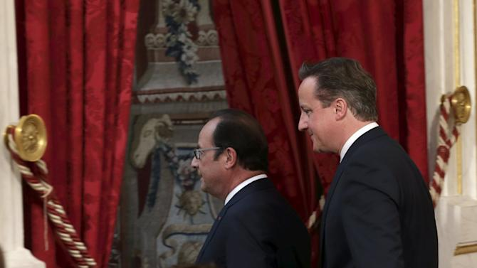 Hollande and Cameron leave a joint declaration at the Elysee Palace after a meeting in Paris