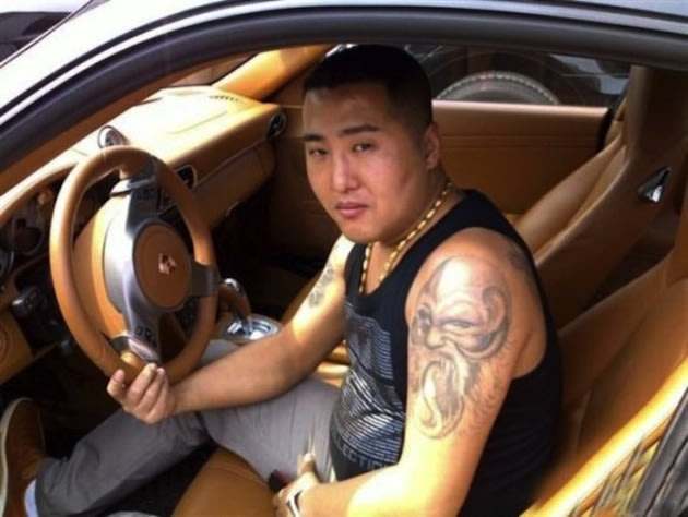 chinagangster4 Chinese gangster's 'stolen' cell phone pictures going viral articles