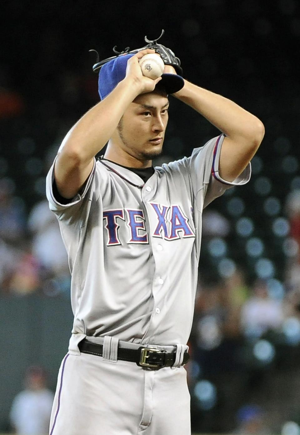 Darvish fans career-top 15 in no-hit try vs Astros