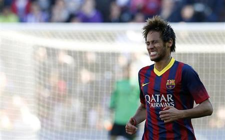 Barcelona's Neymar reacts during their Spanish first division soccer match against Valladolid at Jose Zorilla stadium in Valladolid March 8, 2014. REUTERS/Sergio Perez