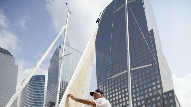 Zack Fluhr of New York secures his sail boat at the Manhattan Sailing club marina on Friday, Aug. 26, 2011 in New York. Mayor Michael Bloomberg has ordered mandatory evacuations for residents in low-lying coastal areas. Mayor Michael Bloomberg has ordered mandatory evacuations for residents in low-lying coastal areas.   (AP Photo/Jin Lee)