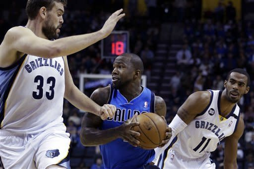 Gay, Randolph lead Grizzlies past Mavs, 92-82