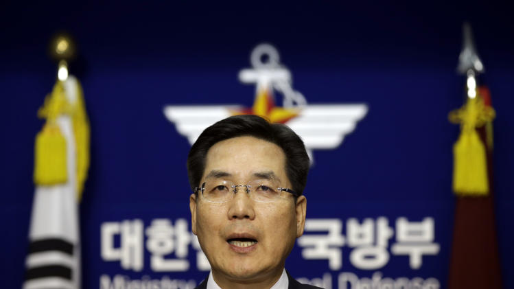 South Korean Defense Ministry spokesman Kim Min-seok speaks during a press conference on the country's new defense zone at Defense Ministry in Seoul, South Korea, Sunday, Dec. 8, 2013. South Korea has announced its expanded air defense zone amid a regional row over China's newly declared air identification zone. (AP Photo/Lee Jin-man)