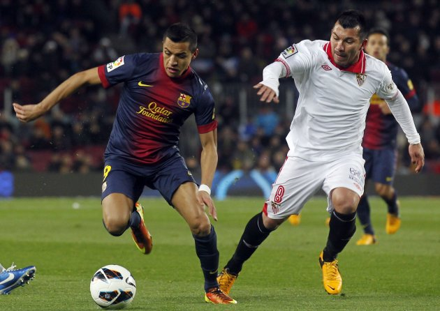 Barcelona's Sanchez fights for ball against Sevilla's Medel during their Spanish First division soccer league match at Camp Nou stadium in Barcelona
