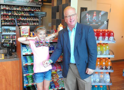 Kandy bandZ inventor Samantha Sperrazza and Danbury, Conn. Mayor Mark D. Boughton at CITGO Marketer Consumers Petroleum′s Kandy bandZ product launch event.