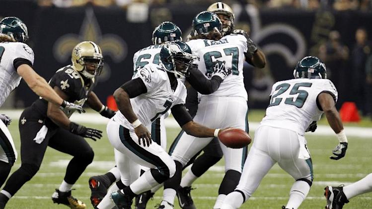 Philadelphia Eagles quarterback Michael Vick (7) hands off to running back LeSean McCoy (25) during the first half of an NFL football game against the New Orleans Saints at Mercedes-Benz Superdome in New Orleans, Monday, Nov. 5, 2012. (AP Photo/Gerald Herbert)