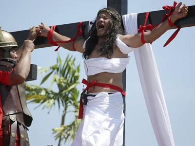 Raw: Faithful Re-Enact to Mark Good Friday