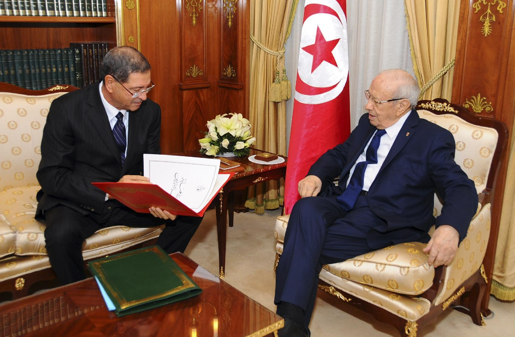 Tunisia announces new minority government without Islamists