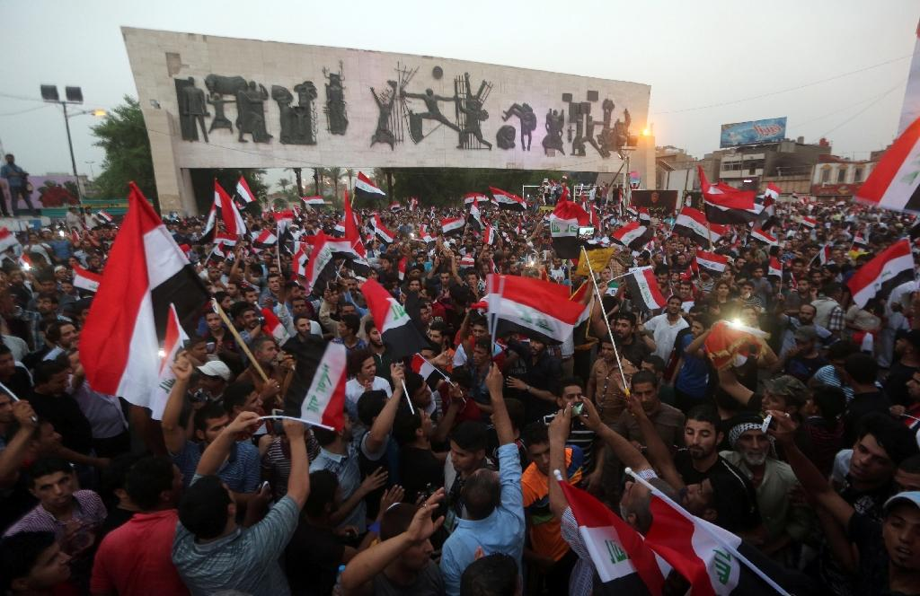 Thousands of Iraqis demonstrate for reforms