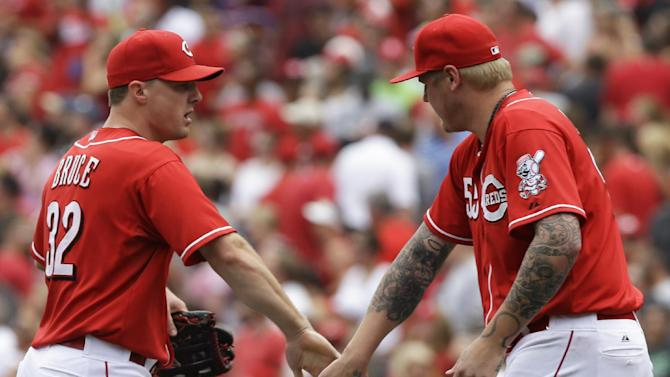 Reds RF Bruce starts at 1B for injured Votto